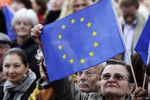 A supporter of the CDU holds up a EU flag during the speech of German Chancellor and CDU leader Angela Merkel at an election rally in Berlin